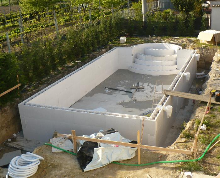 Montaggio strutture prefabbricate piscina for Casseri in polistirolo per piscine